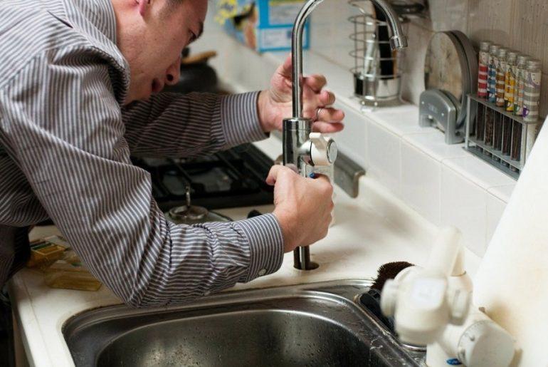 Quatre problèmes de plomberie qui nécessitent un professionnel