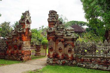 Pour s'éloigner du tourisme de masse, les voyageurs ont fait leur choix de destination de vacances: l'Indonésie, pays riche en cultures et traditions.